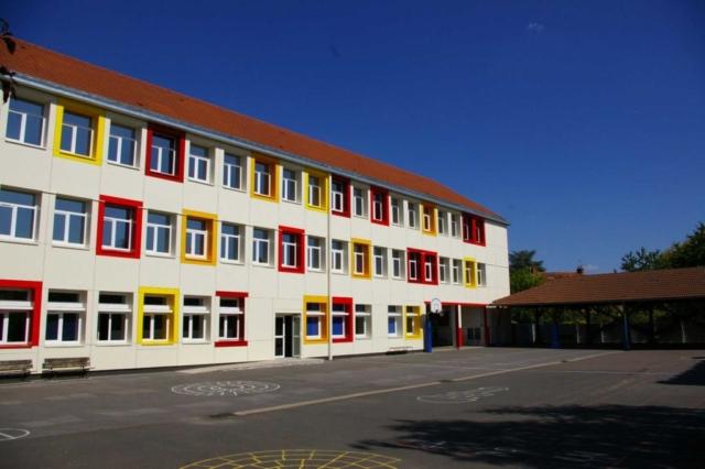 construction du réfectoire du groupe scolaire de Maurecourt Bancilhon architectes